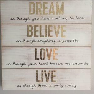 Light wood & gold dream, believe, love, live decor